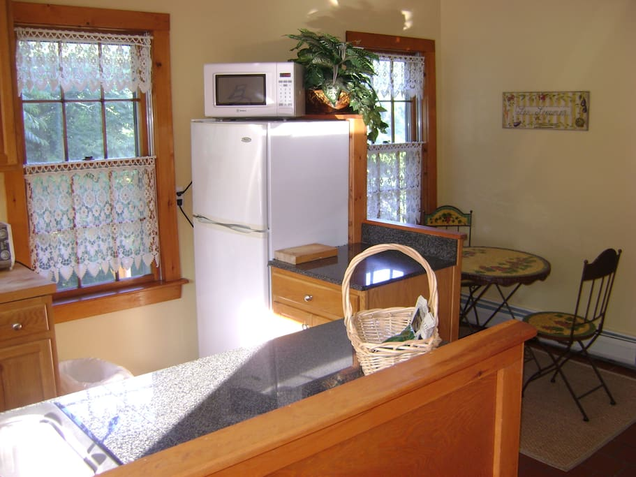2nd floor kitchen showing breakfast nook