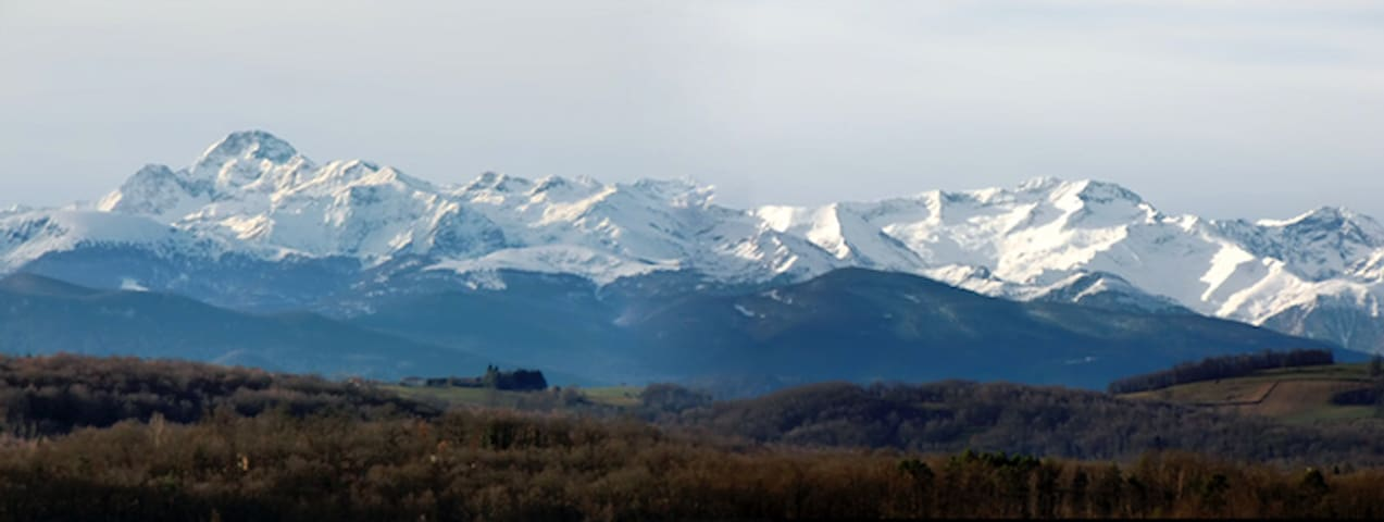 Cabin facing gorgeous Pyrenees view - Sainte-Croix-Volvestre