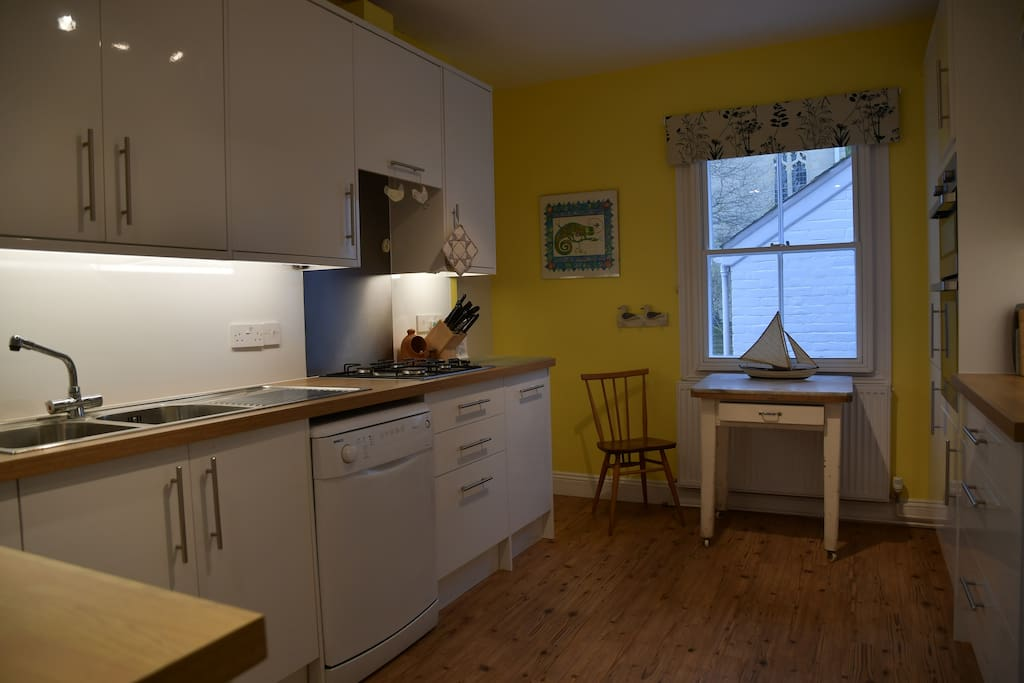 Kitchen equipped with electric double oven, gas hob, fridge/freezer, dishwasher and washing machine.