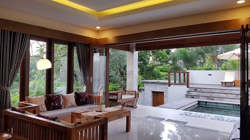 New 3BR Villa by The Creek w/Tropical Scenery Ubud