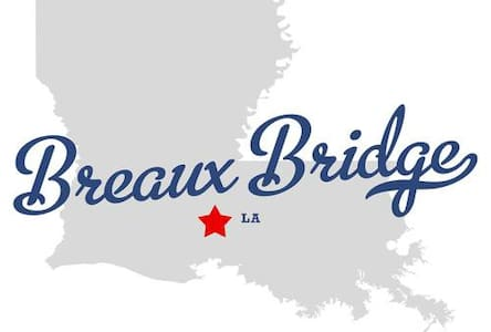 Kayaker's Log Cabin w/Cajun Heart - Breaux Bridge - キャビン