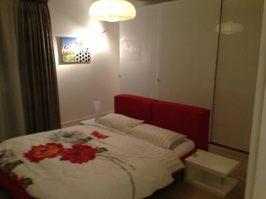 Schlafzimmer; auch anderes Bettlaken möglich :)