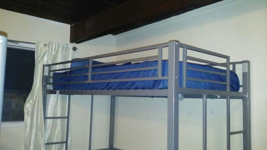 Bunk bed for the free spirit. - Paso Robles - Hus