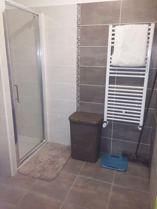 Douche avec radiateur