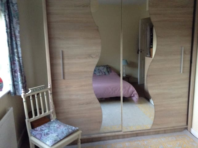 BEST LEEDS LOCATION, homely cosy double room