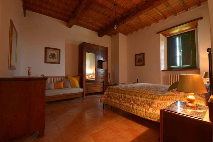 Temidden van de groene Toscaanse heuvels. - Ambra - Bed & Breakfast