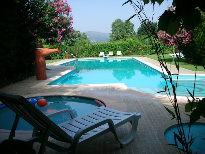 Villa with 2 bedrooms in Pedraça, with wonderful mountain view, shared pool, enclosed garden - 90 km from the beach