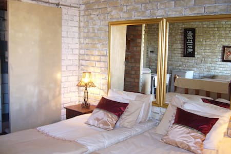 SELF CATERING UNITS 1 & 3 - Midrand