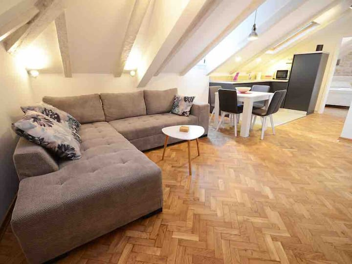 """Corner"" Old Town attic apartment with square view"