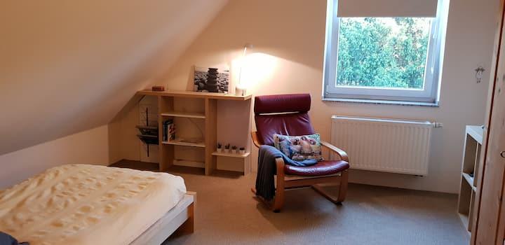 Dachgeschoss Zimmer, Nähe Düsseldorf