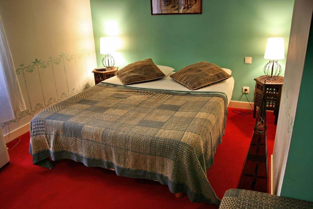 chambres doubles confort bordeaux chambres d 39 h tes louer bordeaux aquitaine france. Black Bedroom Furniture Sets. Home Design Ideas