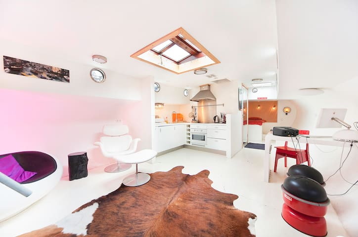B28 Unique Houseboat  Herengracht