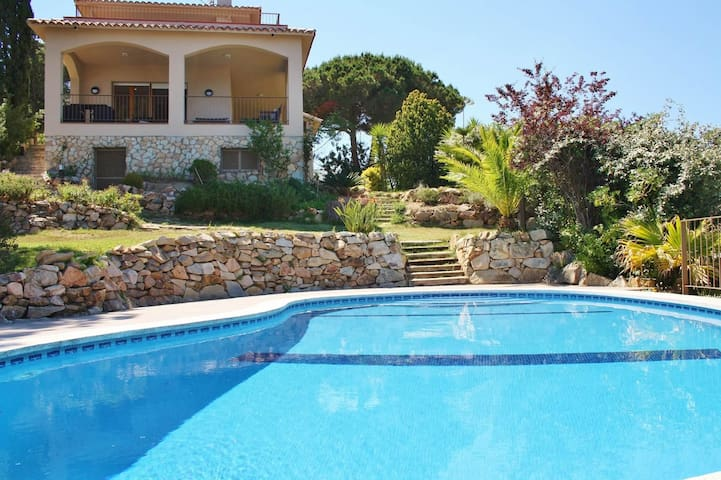 Villa with free wifi and sea views at walking distance to Arenys de Mar beach, Barcelona - CM319