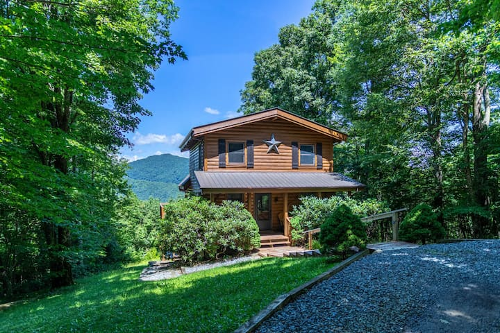 Apple Of My Eye Between Boone Banner Elk Mountain Views Hot Tub Private Cabins For Rent In Banner Elk North Carolina United States