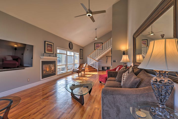 Flagstaff Townhome w/Views+Country Club Amenities!
