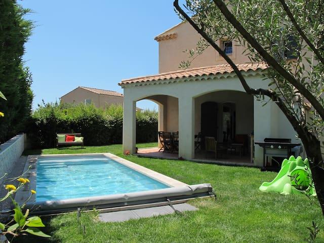 Villa avec piscine chauff e aix en provence houses for - Piscine d aix en provence ...