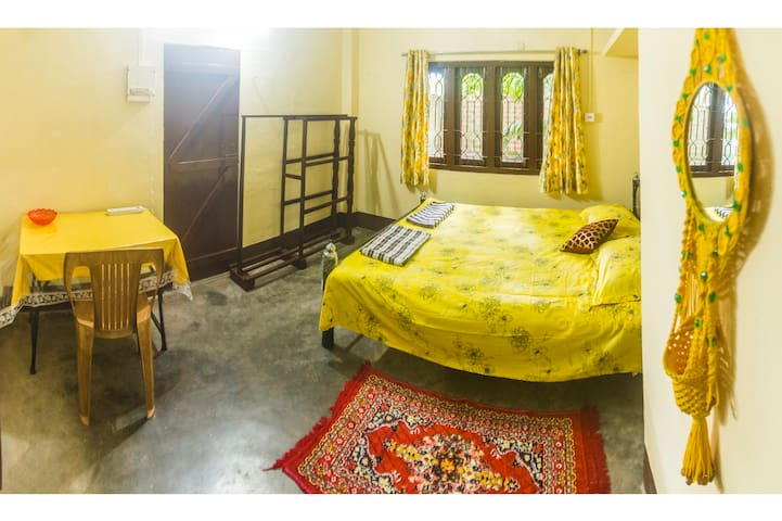 Blissful Eyrie - Queen + Single room with balcony