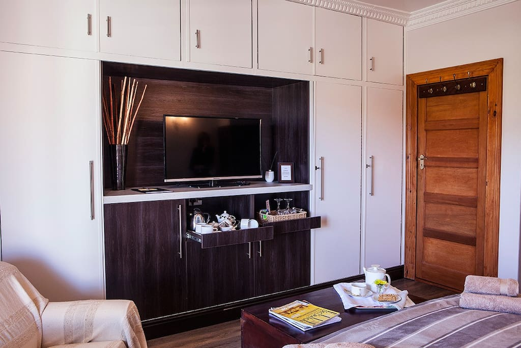 Suite La Luna TV unit with coffee/tea station