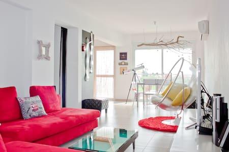 Modern Playful Pool Apartment - Livadia - Apartment