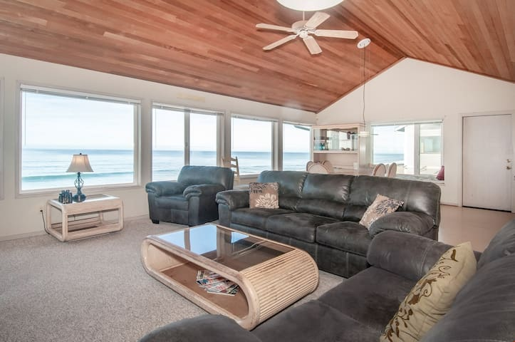 Salt Air - Spacious Oceanfront Elegance with Private Beach Access!