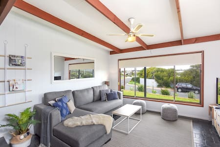 Port Elliot Coastal Cottage - Pet Friendly