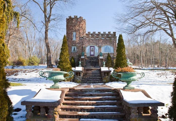 Cozy Storybook Castle - Ellington - Castle