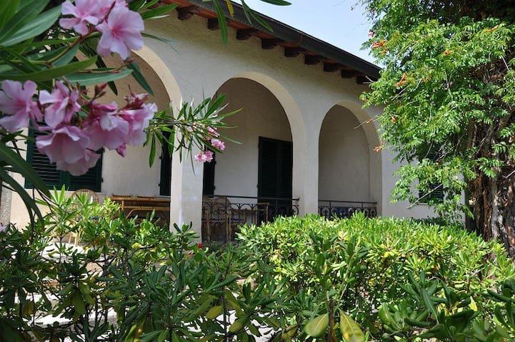 Lovely villa 300mt from the seaside - Pietrasanta - Villa