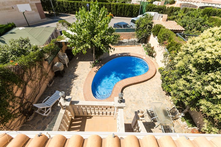 Luxury villa, sleeps 12, near Benidorm.