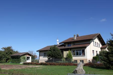 NBlaise Gästezimmer Montbrelloz Schweiz DZ - Vernay