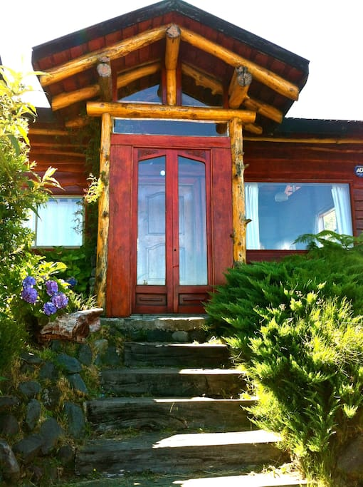Cozy big home pucon amazing views houses for rent in for Big amazing houses