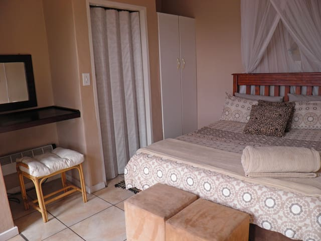 SWALLOW country apartment - Lanseria - Apartamento