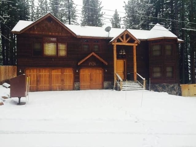 1901 Blackfoot Road -  Luxury Mountain Home (4 Bedroom House)