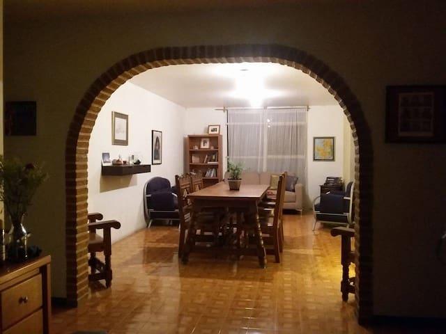 habitación privada en zona céntrica de Guadalajara - Guadalajara - Apartment