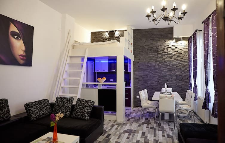 Charming White Apartment City Center BRASOV
