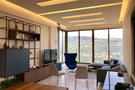 Charming Apt with an Amazing View (Baabdath)