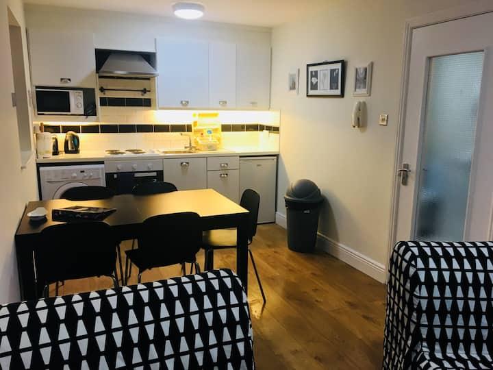 Warm, Spacious Apartment 7