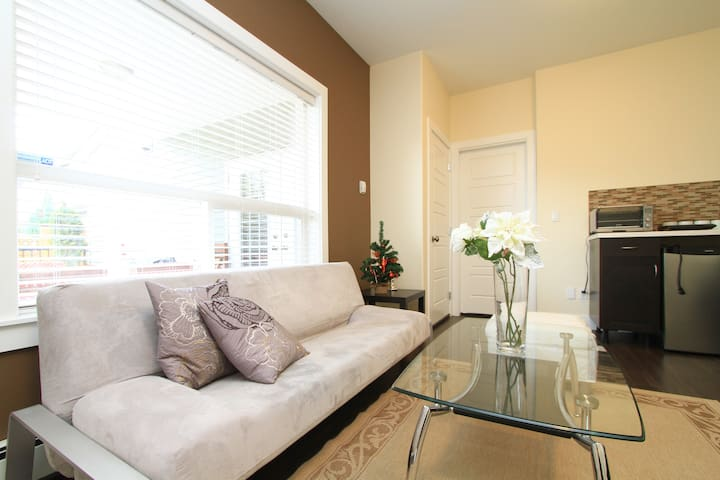 Private Suite - Separate Entry - Coquitlam - House