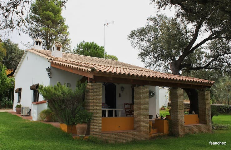 Nice country house between oaks - El Castillo de las Guardas - Rumah