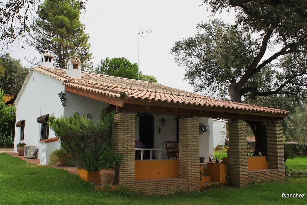 Nice country house between oaks houses for rent in el for Spanish country houses