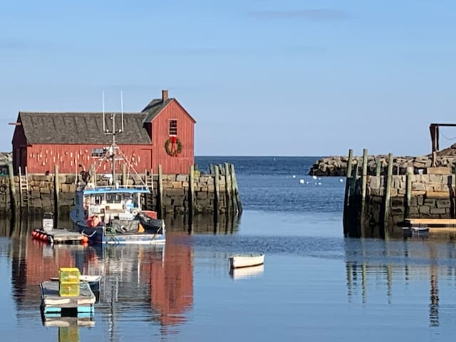 Walk to Rockport Waterfront, Shops