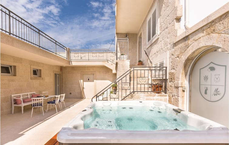 Terraced house with 1 bedroom on 73m² in Donja Podgora