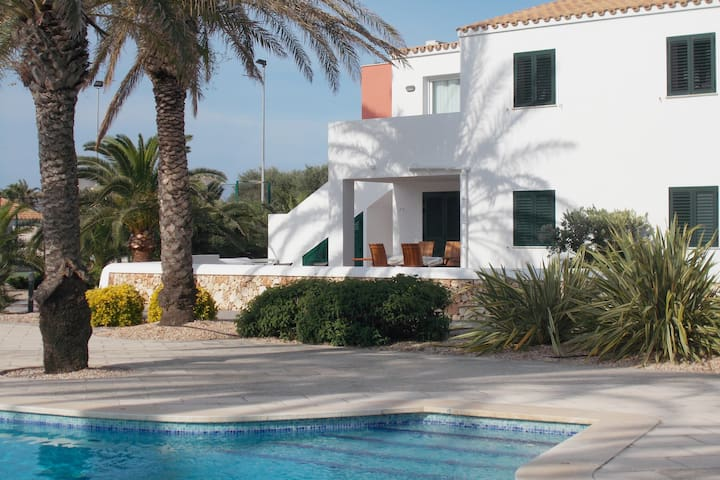 Son Blanc Apartment overlooking the pool
