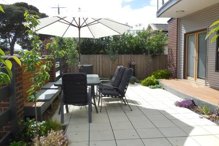 Privacy in lovely Rippleside   - North Geelong - Rumah