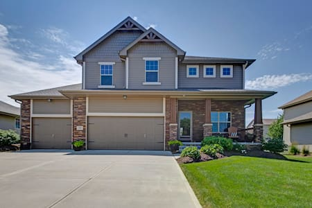 LARGE BEAUTIFUL HOME 5 BED/4 BATH - Omaha - Huis
