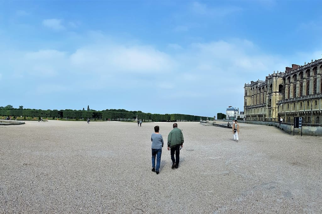 Historic Saint Germain Gardens and Chateau - 15 min Walk