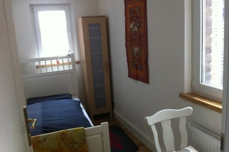 Nice small room in the city center - Colonia - Bed & Breakfast