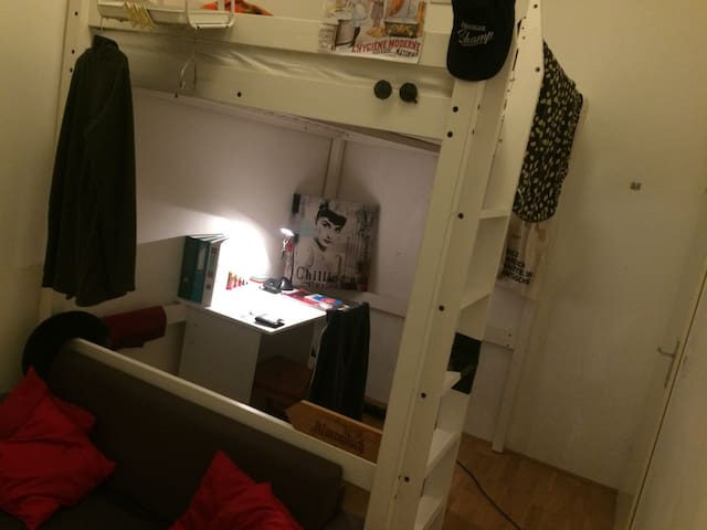 Simple, cheap, centrally located room