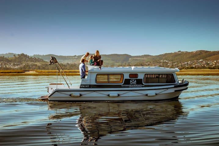Knysna Houseboats -Self drive boats