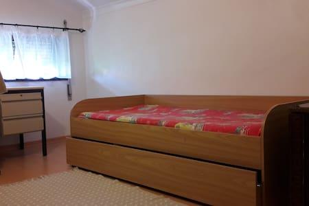 Room 17 km from Fatima for the Pope - Fátima - Ev
