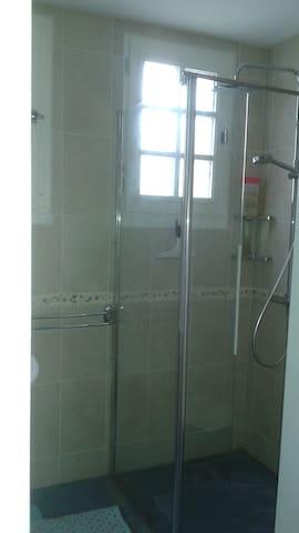 Salle d'eau, coin douche